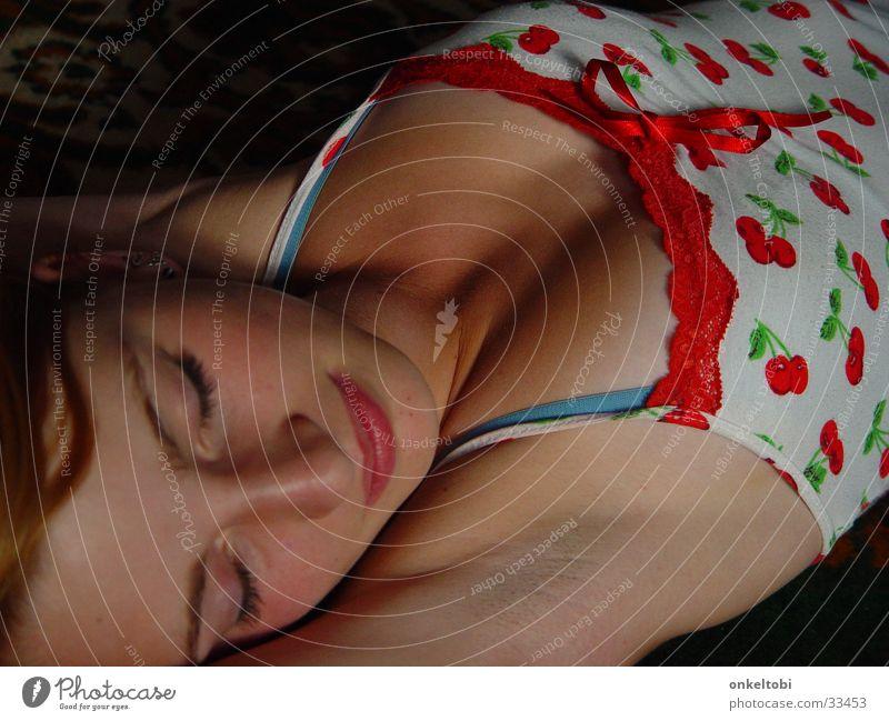sleeping girl Frau Körperhaltung