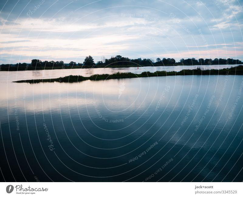 in aller Frühe an der Oder Wolken Horizont Schönes Wetter Flussufer authentisch ruhig Idylle Inspiration Klima Wasseroberfläche Naturerlebnis Morgendämmerung