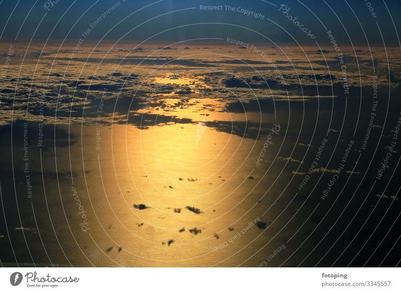 Fensterplatz schön Tourismus Sommer Sonne Meer Wellen Luftverkehr Landschaft Wasser Wolken Wetter außergewöhnlich fantastisch blau Reisen fliegen Flug Aussicht