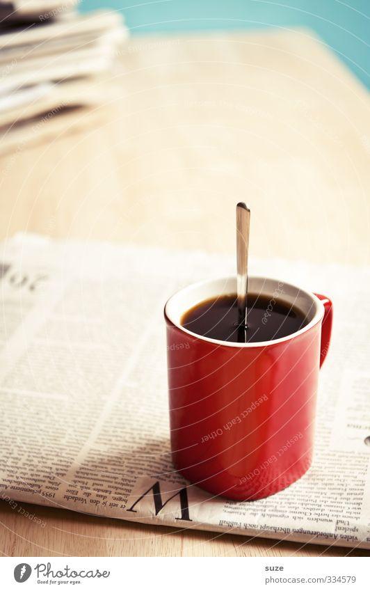 Wachmacher Kaffee Tasse Löffel Tisch Arbeitsplatz Wirtschaft Business Printmedien Zeitung Zeitschrift genießen stehen lustig stark rot schwarz Genusssucht Idee