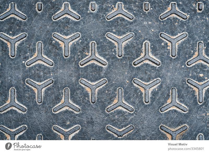 Muster eines Schachtabdeckers aus Metall Industrie Stahl alt stark grau Farbe Konsistenz geometrisch geometrisches Muster metallische Textur