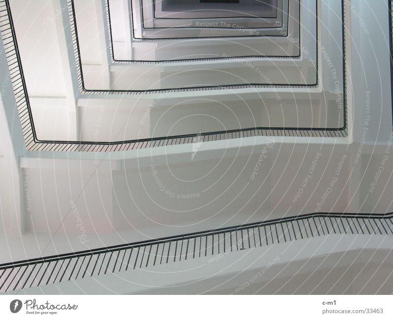 Das Foucaultsche Pendel Architektur hoch Treppe Unendlichkeit Etage aufwärts Leiter Geländer Treppenhaus