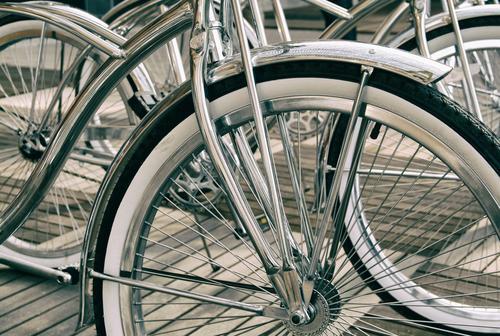 silber glänzende Fahrräder in Nahaufnahme Reichtum elegant Stil Design Fahrrad Metall Coolness sportlich rein Wert Farbfoto Außenaufnahme Menschenleer