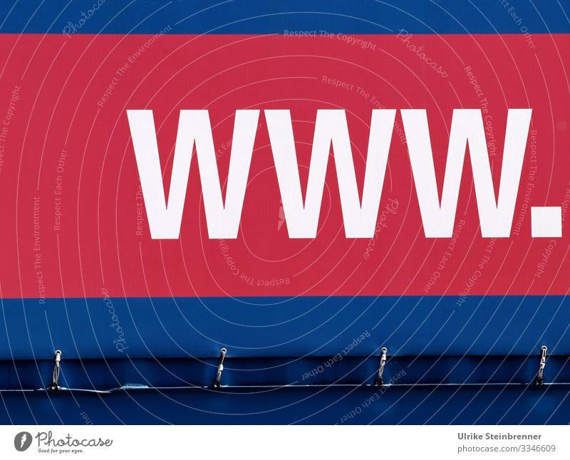 Große WWW. Buchstaben auf Lastwagenplane Sightseeing Städtereise Hamburg Deutschland Europa Stadt Hafenstadt Stadtrand Verkehr Verkehrsmittel