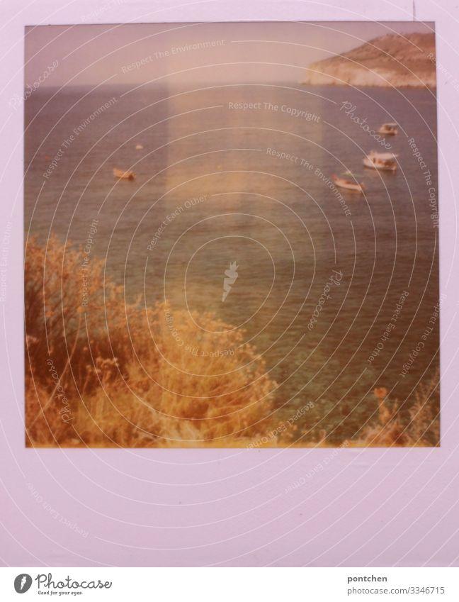 Polaroid zeigt Fischeboote im griechischen Meer. Angeln Ferien & Urlaub & Reisen Sommerurlaub Sonnenbad Strand Insel Landschaft Wasser Himmel Wolkenloser Himmel