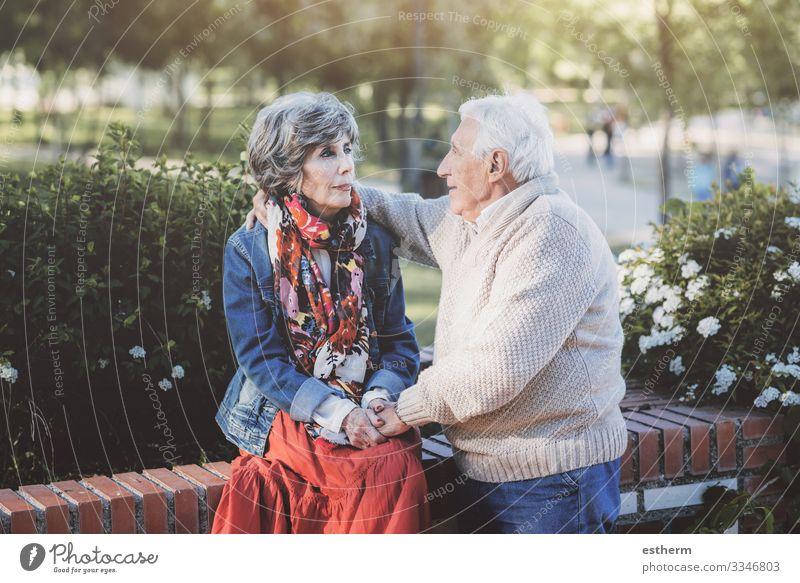 Porträt eines älteren Paares im Freien Valentinstag Hochzeit Ruhestand Mensch maskulin feminin Weiblicher Senior Frau Männlicher Senior Mann Großeltern