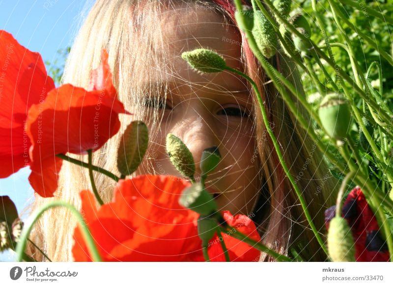 Face behind flowers Kind Natur Blume Gesicht Sehnsucht Mohn
