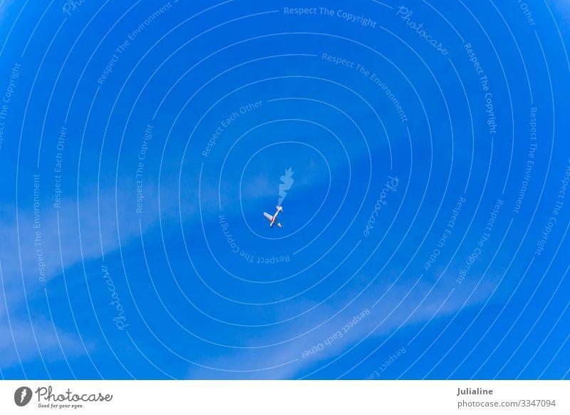 Militärisches Flugzeug Himmel Verkehr fliegen blau Ebene Air Boxsport Kämpfer Bomber in der Luft eine Farbfoto mehrfarbig