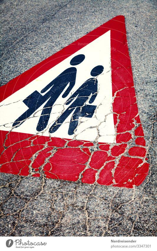 Risse im Asphalt Stadt Verkehr Straße Verkehrszeichen Verkehrsschild Zeichen Schilder & Markierungen Hinweisschild Warnschild grau rot schwarz weiß gefährlich