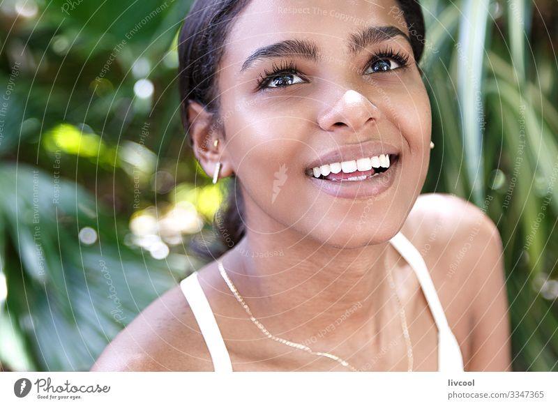 strahlende frau, havanna - kuba Lifestyle Glück Leben Insel Garten Mensch feminin Junge Frau Jugendliche Erwachsene Kopf Gesicht Auge Ohr Nase Mund Lippen Zähne