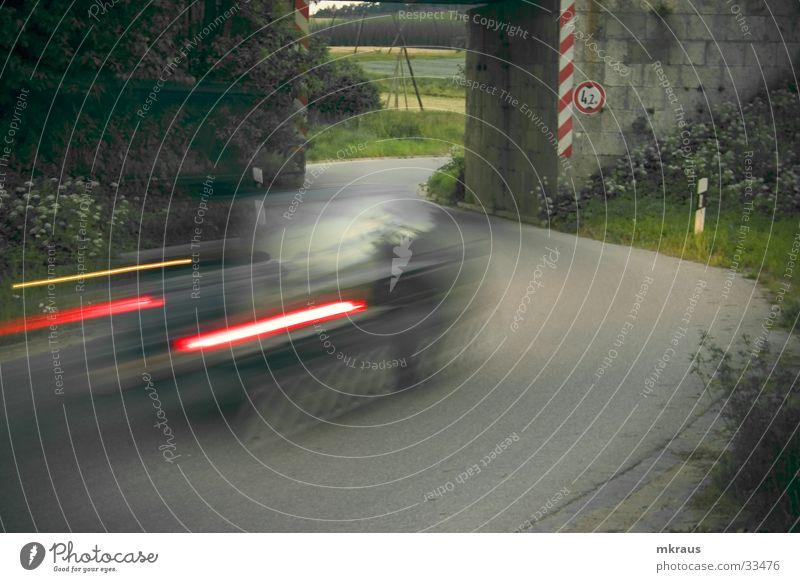 s-move Langzeitbelichtung Landstraße Verkehr S-Kurve PKW Straße Unterführung