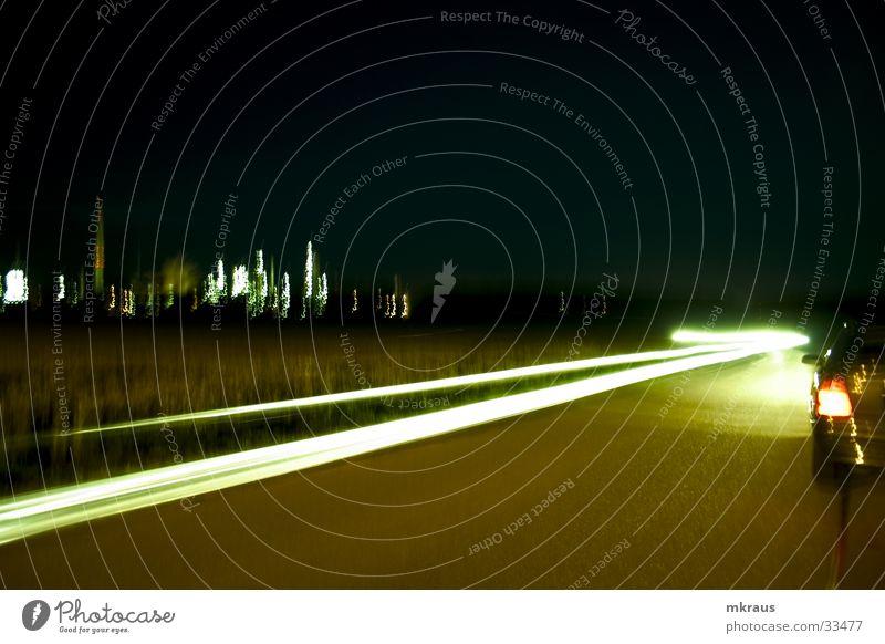 Streamline abstrakt Landstraße Nacht Langzeitbelichtung diffus