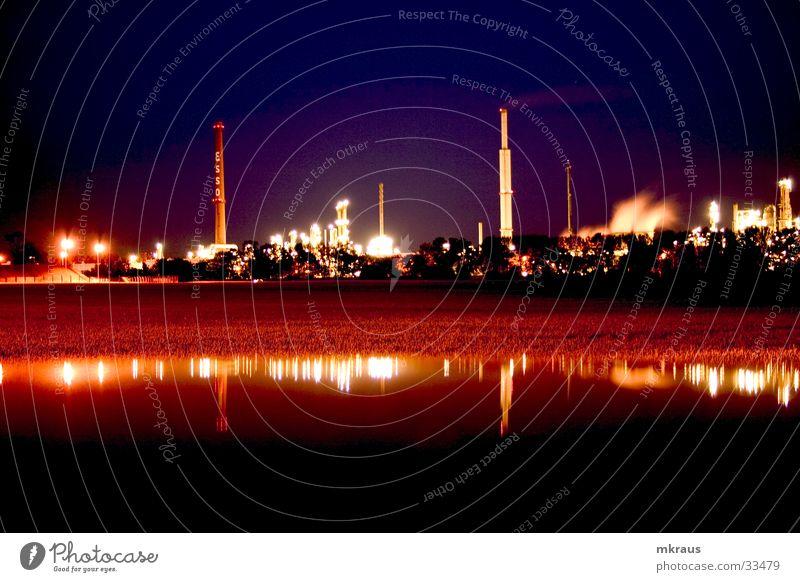 Industrial Reflection Langzeitbelichtung Fabrik Nacht obskur Raffinerie Industrie Industire Fabrik bei Nacht