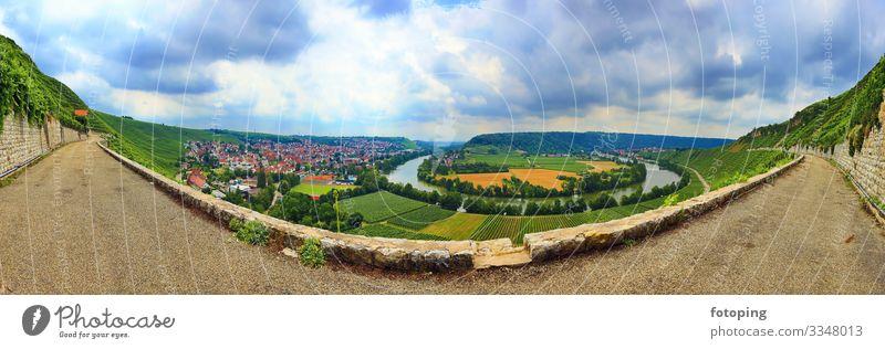 Mundelsheim am Neckar eine Weinregion bei Stuttgart Tourismus Ausflug Landwirtschaft Forstwirtschaft Landschaft Wasser Wolken Bach Fluss Sehenswürdigkeit Idylle