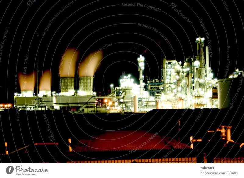 Industial Lights Fabrik Nacht obskur Produktion Raffinerie