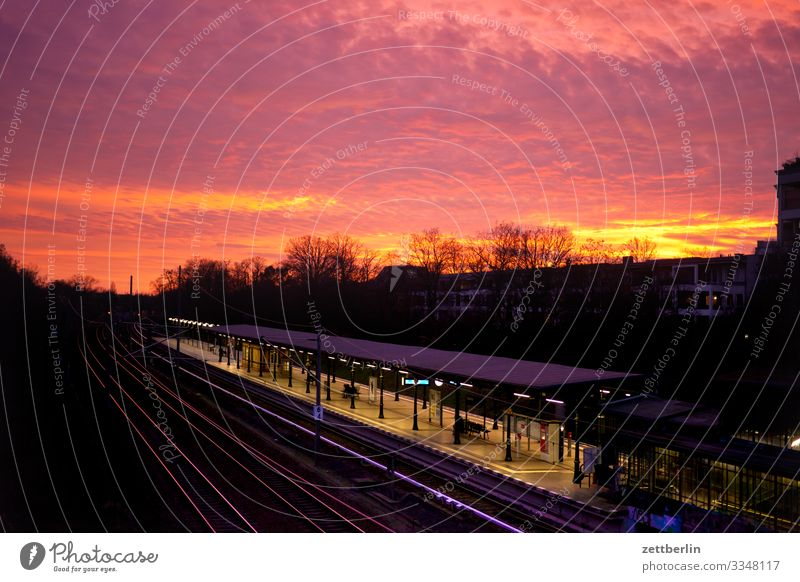 Sonnenuntergang in Südend-Steglitz Abend Abenddämmerung Berlin Deutschland dramatisch Dramatik Dämmerung Gebäude Hauptstadt Himmel Himmel (Jenseits)