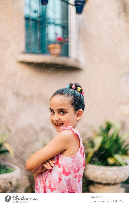 Porträt eines süßen Mädchens an einem Sommertag Lifestyle Stil schön Freizeit & Hobby Sommerurlaub Kind Schulkind Mensch feminin Kleinkind Frau Erwachsene