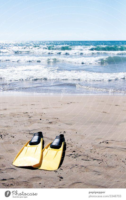 / / Ferien & Urlaub & Reisen Tourismus Abenteuer Ferne Freiheit Sommer Sommerurlaub Strand Meer Wellen Sport Wassersport Schwimmen & Baden tauchen Himmel