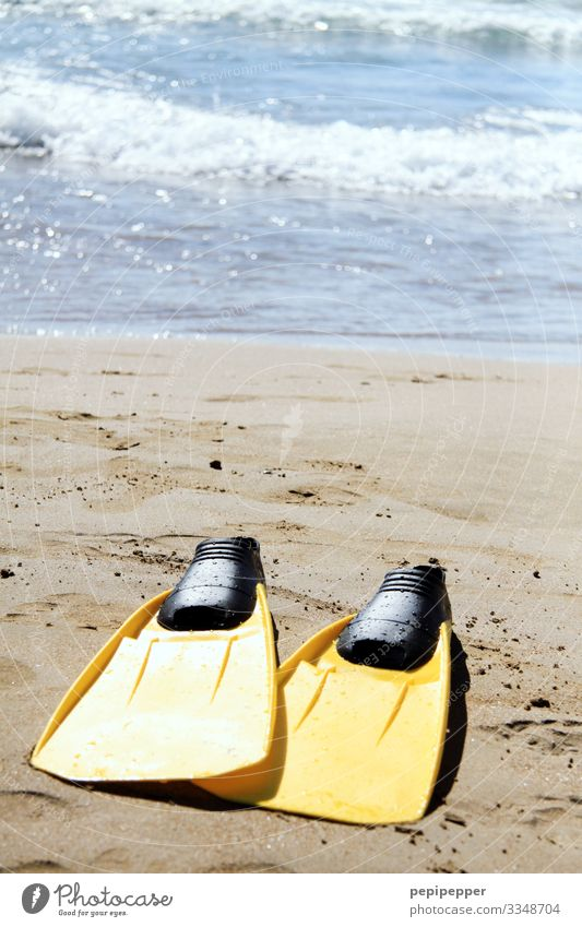 gelbe Schwimmflossen Freizeit & Hobby tauchen Ferien & Urlaub & Reisen Tourismus Ausflug Abenteuer Ferne Freiheit Sommer Sommerurlaub Strand Meer Wellen Sport