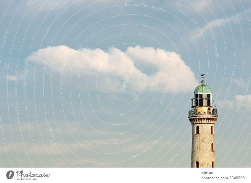 bewölkt Ferien & Urlaub & Reisen Abenteuer Ferne Sommerurlaub Wolken Schönes Wetter Warnemünde Leuchtturm alt historisch maritim Originalität Glück Romantik