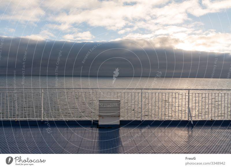 Hier riecht´s doch nach...|... Meer... und nach Regen Fähre Lüftungsschacht Geländer Wolkenformation Sonne Licht Überfahrt Ferien & Urlaub & Reisen Schifffahrt
