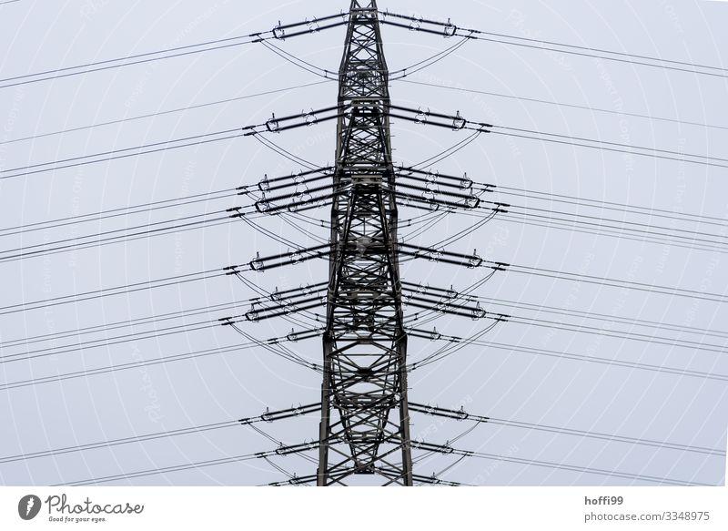 geordnete Leitung Energiewirtschaft Wolken schlechtes Wetter Nebel Regen Hochspannungsleitung Strommast Elektrizität Linie ästhetisch dunkel modern Stadt bizarr
