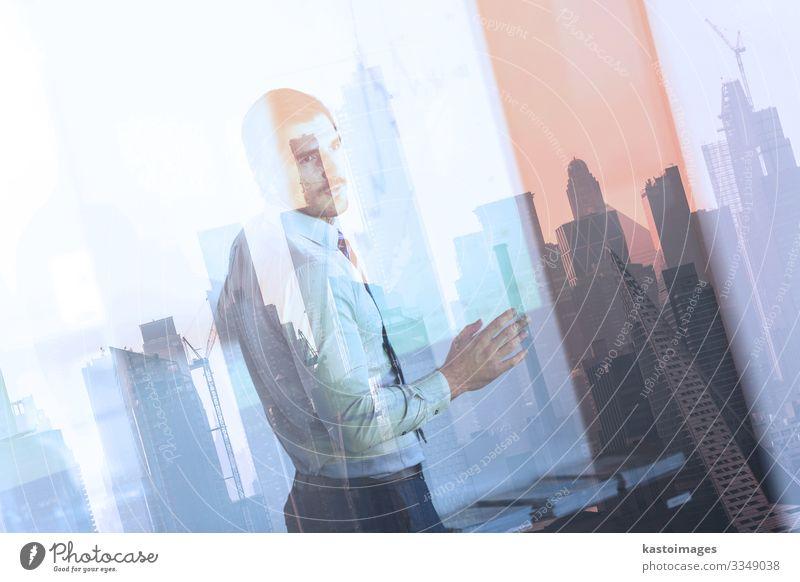 Geschäftspräsentation auf einer Firmenveranstaltung. Erfolg Büro Wirtschaft Kapitalwirtschaft Business Unternehmen Sitzung sprechen Mann Erwachsene Idee