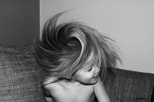 Wirbelwind Kleinkind Mädchen Kopf Haare & Frisuren 1 Mensch 3-8 Jahre Kind Kindheit Fröhlichkeit frisch lustig Geschwindigkeit verrückt schütteln drehen