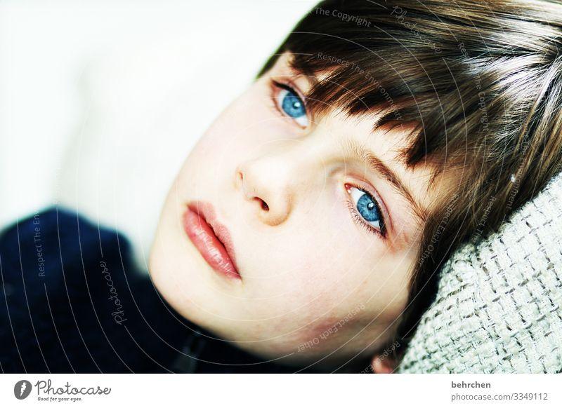 lieblingsmensch | behind blue eyes Einsamkeit allein Tagträumer melancholisch melancholie traurig Traurigkeit gedankenverloren träumen verträumt blaue augen