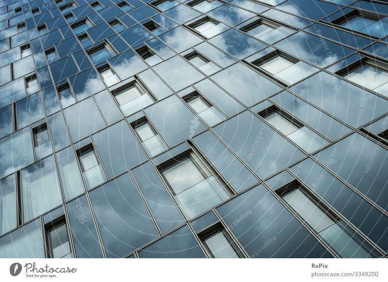 Moderne Glasfassade eines Hochhauses. Lifestyle Reichtum Stil Design Häusliches Leben Haus Wissenschaften Arbeit & Erwerbstätigkeit Beruf Büroarbeit