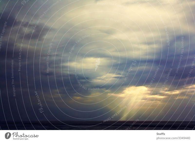 malerische Lichtstimmung an der Nordsee Abendlicht maritim Meer Sonnenlicht auf Meer Natur Umwelt Lichtstrahlen Landschaft Lichteinfall Lichterscheinung