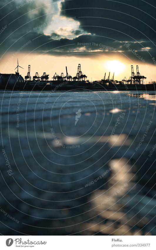 Eiszeit auf der Elbe blau Stadt Wasser Sonne Wolken Winter gelb dunkel kalt Hamburg Frost Fluss Industrie gefroren Hafen