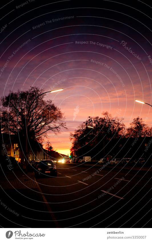 Sonnenuntergang in Lankwitz Abend Abenddämmerung Berlin Deutschland dramatisch Dramatik Dämmerung Gebäude Hauptstadt Himmel Himmel (Jenseits)