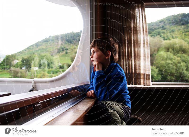 versunken Vorhang Gardine Sonnenlicht Kontrast Licht Tag nachdenklich ernst intensiv Farbfoto verträumt träumen gedankenverloren Traurigkeit traurig melancholie