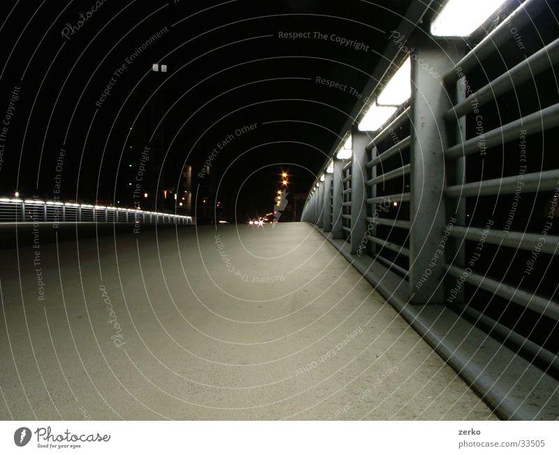 Der leuchtende Weg.. Stadt Wege & Pfade Beleuchtung Design Brücke modern
