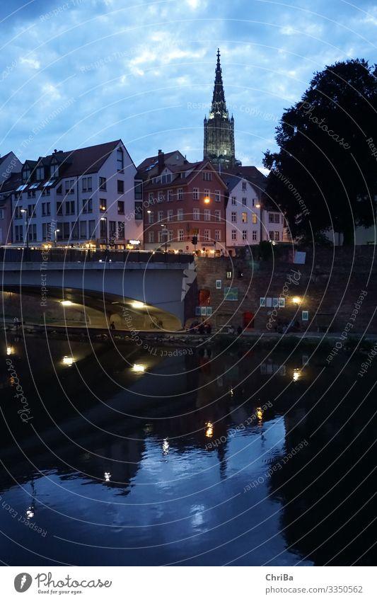 Abendstimmung in Ulm Umwelt Wasser Sommer Flussufer Donau Neu-Ulm Stadt Stadtzentrum Altstadt Skyline Haus Kirche Brücke Architektur Sehenswürdigkeit