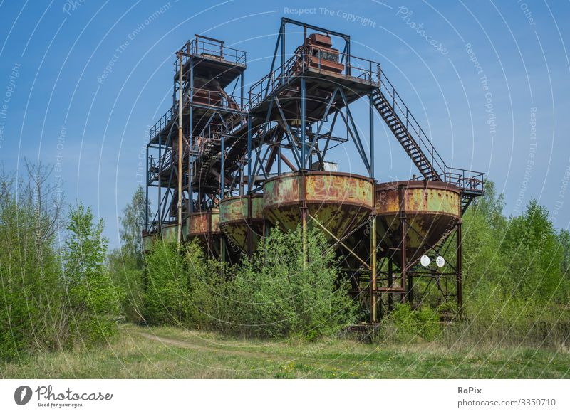 Verlassenes Bunkergebäude in einem Steinbruch. Wissenschaften Arbeit & Erwerbstätigkeit Beruf Arbeitsplatz Fabrik Wirtschaft Landwirtschaft Forstwirtschaft