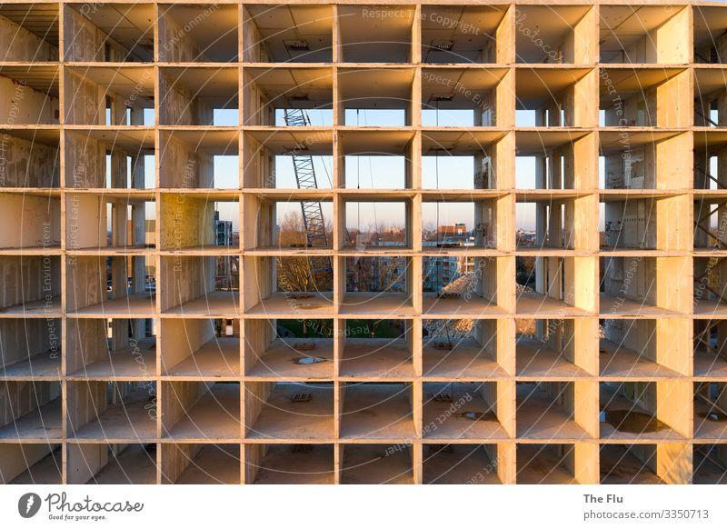 Gähnende Leere Häusliches Leben Wohnung Haus Hausbau Renovieren Raum Handwerk Baustelle Sonnenaufgang Sonnenuntergang Sonnenlicht Stadtrand Menschenleer