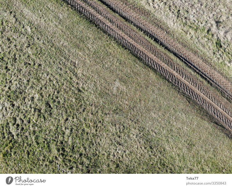 #Dronenlandwirtschaft 1 Umwelt Natur Landschaft Wiese Feld ästhetisch Landwirtschaft Landwirtschaftliche Geräte drone Luftaufnahme Farbfoto Außenaufnahme