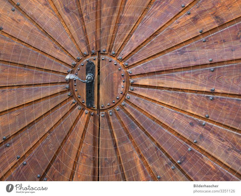 Türöffener Holztür Scheune Holztor Eingangstür Holzuntergrund braun strahlenförmig Niete genietet Holzmaserung Holzbrett Holzstruktur Hintergrundbild Balken