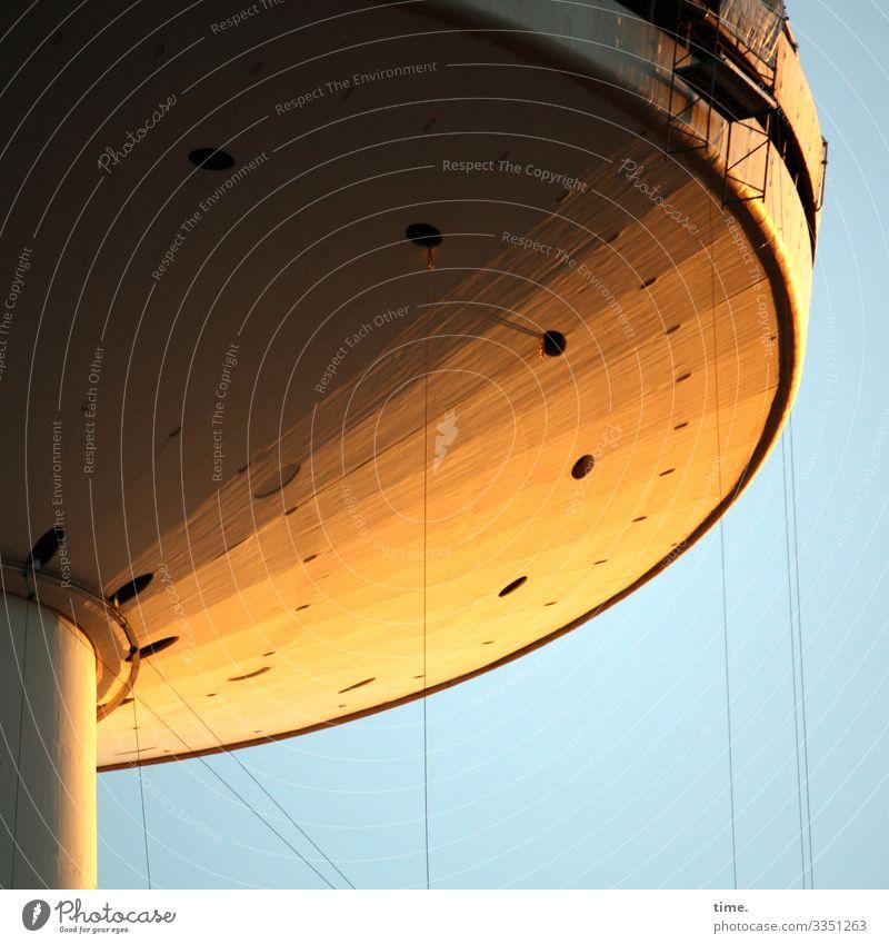 Security | Seilschaft fernsehturm hamburg seile beton abendlicht sonnenlicht himmel hoch hängen funktion sicherung baustelle irritation rätsel sicherheit schutz