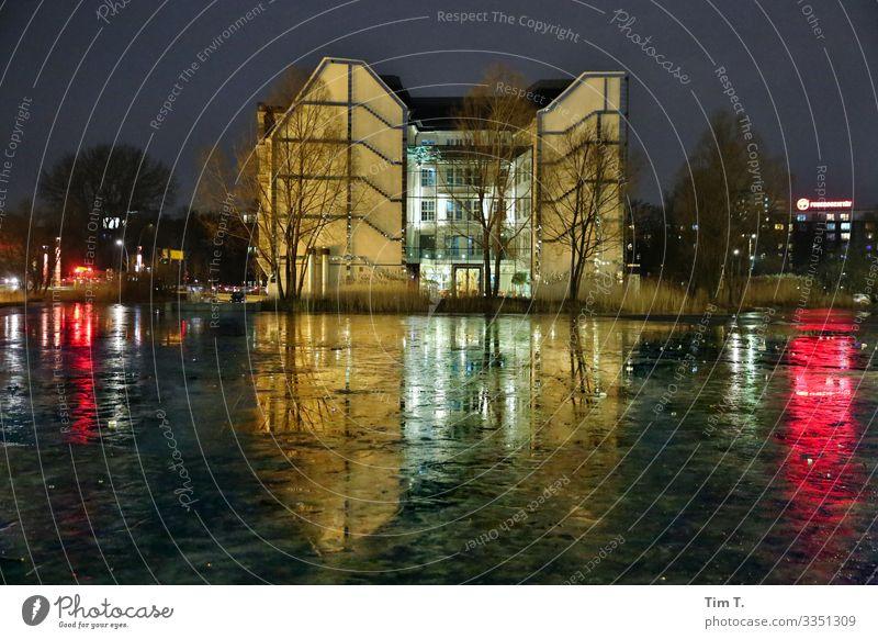 PotsdamerPlatz Potsdamer Platz Stadt Hauptstadt Stadtzentrum Menschenleer Haus Mauer Wand Fassade Frieden Winter Eis Reflexion & Spiegelung Farbfoto