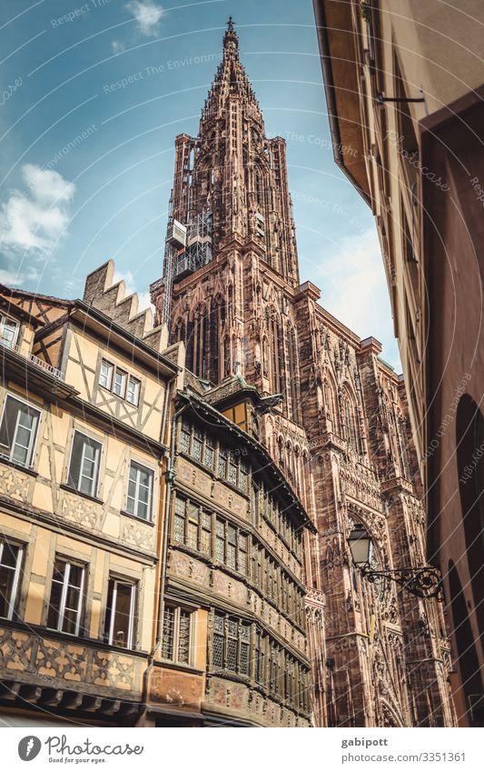 Städtetrip Strasbourg 2/5 Straßburg Frankreich Europa Stadt Stadtzentrum Altstadt Haus Kirche Dom Bauwerk Fassade Sehenswürdigkeit Wahrzeichen