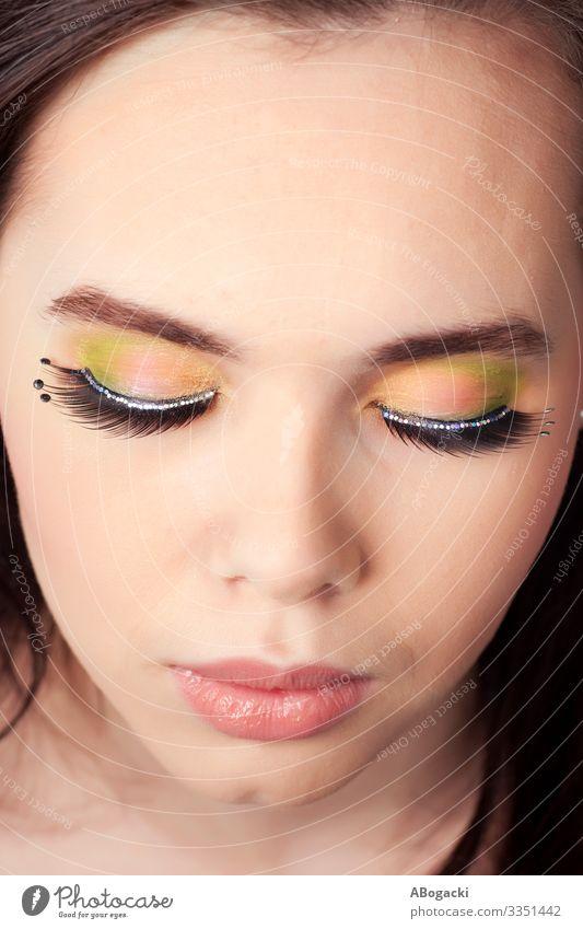 Schönheits-Make-up schön Haut Gesicht Kosmetik Schminke Lippenstift Mensch feminin Frau Erwachsene Kopf lang rosa Trägheit Beautyfotografie Menschen Glamour