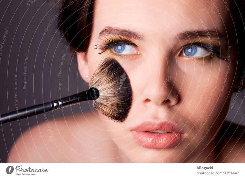 Schönheit Make-up-Portrait schön Haut Kosmetik Schminke Wellness Mensch Frau Erwachsene lang blau Beautyfotografie Menschen Kopf Glamour Model Auge Mädchen