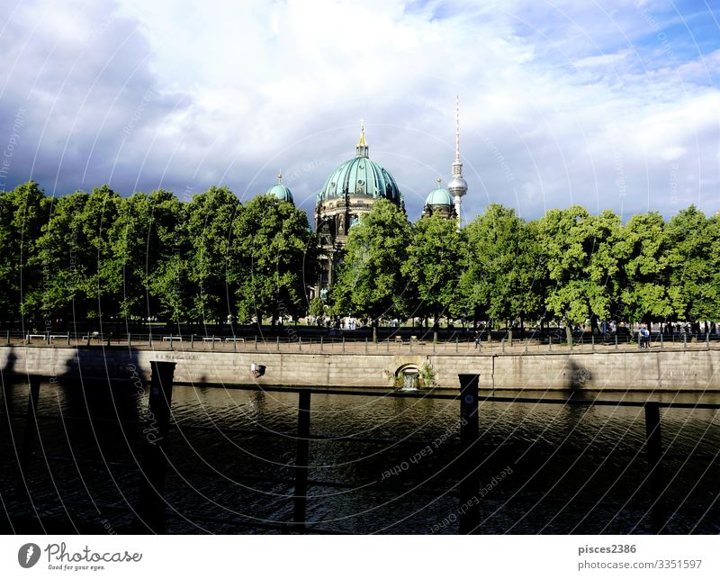 Berlin cathedral with Spree river and trees Design Ferien & Urlaub & Reisen Museum Stadtzentrum Dom Religion & Glaube ancient architecture attraction building
