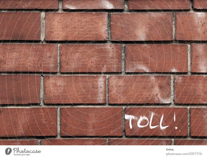 warum auch immer gebäude wand stein mauer architektur design fassade toll buchstaben grafitti Ausrufezeichen backstein backsteinmauer fuge gemauert ordnung