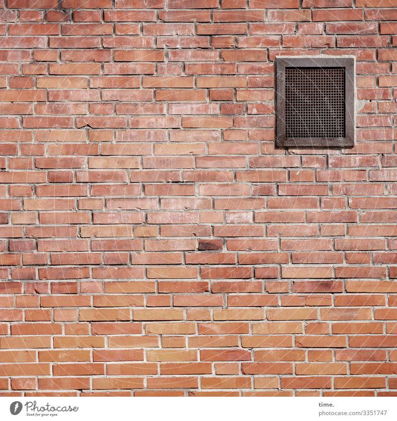 gesiebte Luft gebäude wand stein mauer architektur design fassade backstein backsteinmauer fuge gemauert ordnung versetzt stabil akkurat blickdicht lüftung