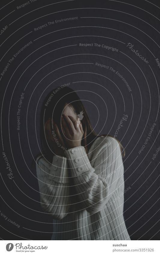 voll auf depri jung Mädchen Junge Frau dunkel trist Traurigkeit Farblosigkeit Trauer Angst Zukunftsangst Todesangst Wut Pubertät Schule Stress Einsamkeit