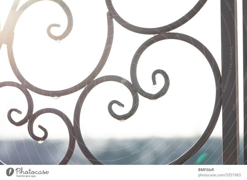 Bogenspiel aus Metall weiß träumen Klima Tropfen Frost Handwerk Kunstwerk Umrisslinie Ornament Eisen Tauwetter Schlosser
